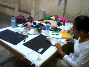 pelatihan membuat sepatu kanvas