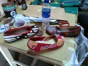 membuat pola sepatu wedges