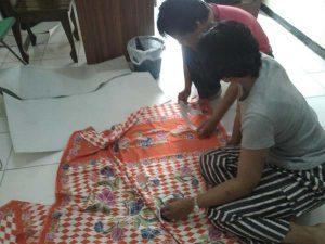 membuat selop batik